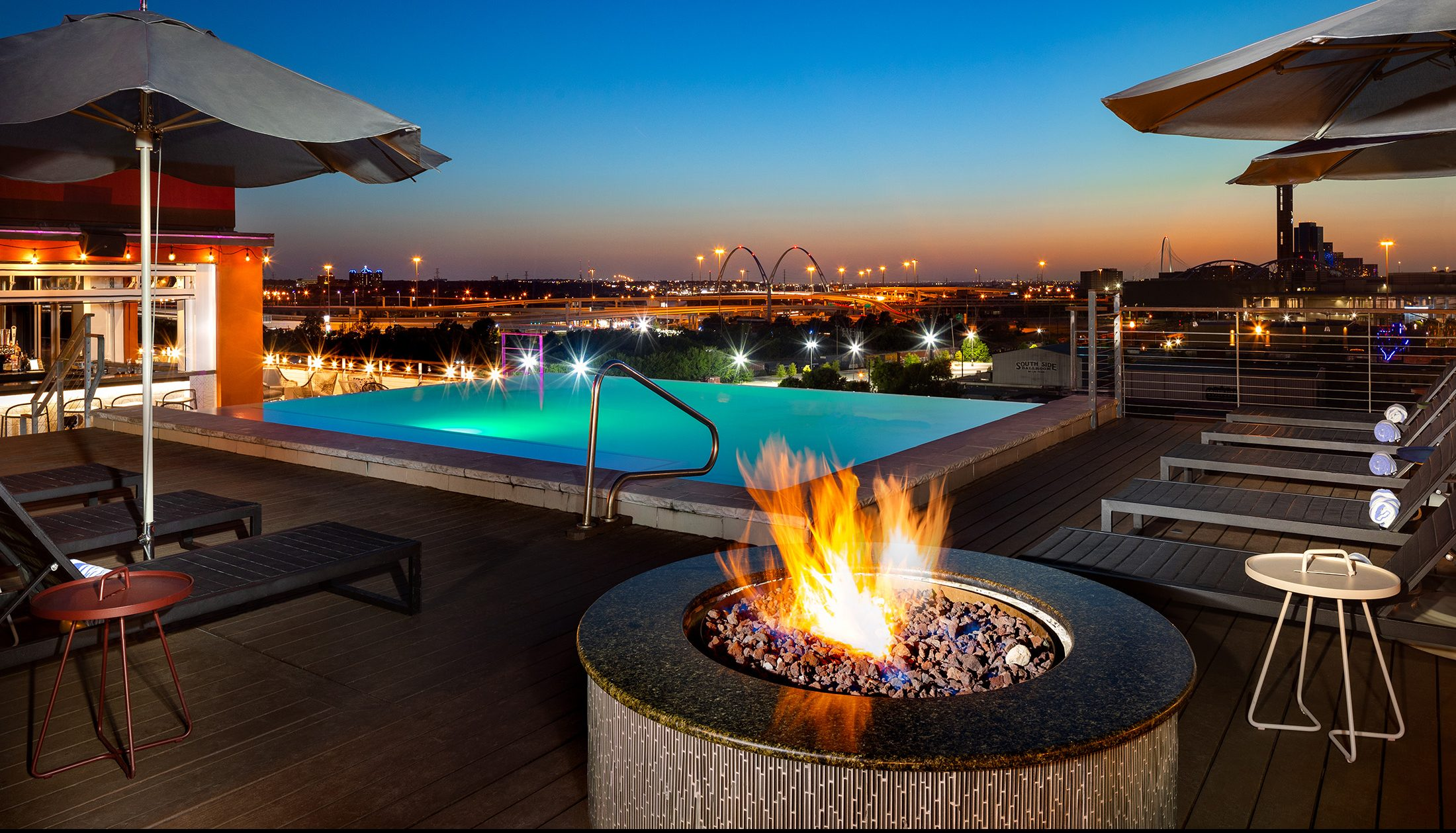 Canvas Hotel Dallas Rooftop